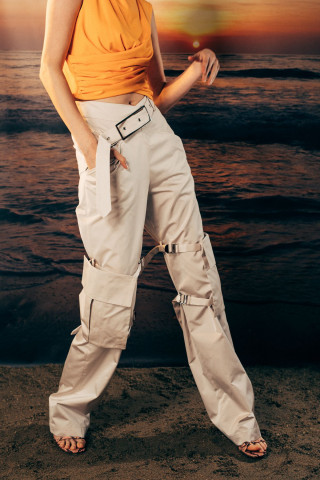 Trousers with oversized pockets