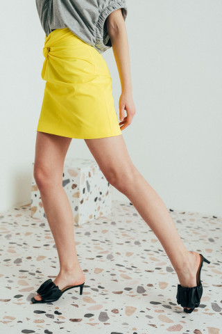 Mini skirt with front knot