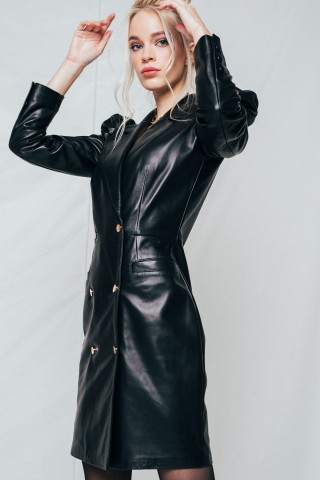 Leaher jacket with accentuated sholders
