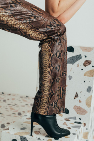 Women leather trousers